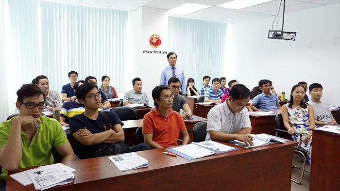 Giảng viên cùng các Anh/Chị học viên FMIT® tham gia khóa Quản lý dự án