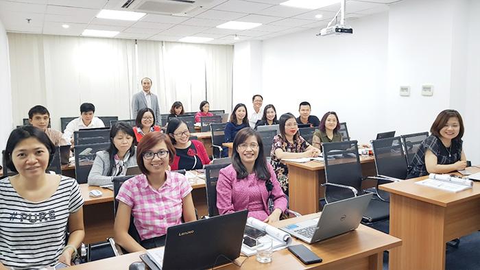 Giảng viên cùng các Anh/Chị học viên FMIT® tham gia khóa học Quản trị rủi ro & Kiểm soát nội bộ